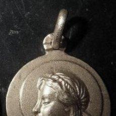 Antigüedades: MEDALLA SANTA CRISTINA EN PLATA DE LEY - 15MM. Lote 194769337