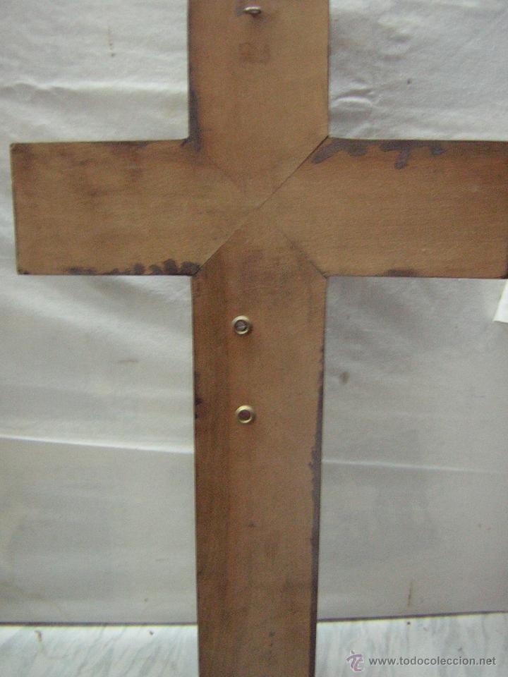 Antigüedades: antiguo crucifijo de madera con imagen jesus en escayola policromado - cristo 30cm - Foto 2 - 52380516