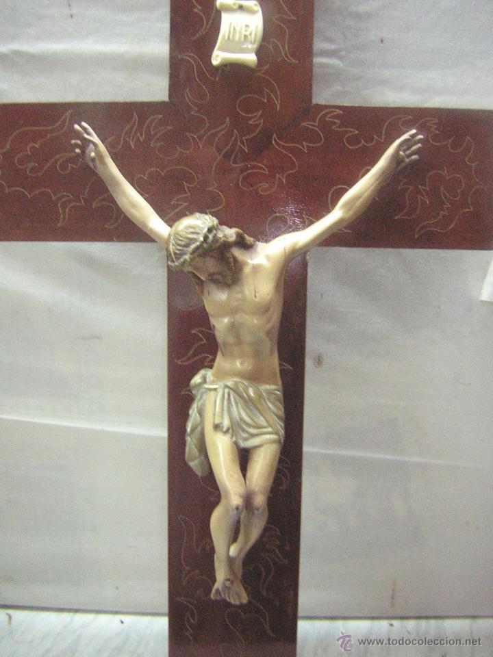 Antigüedades: antiguo crucifijo de madera con imagen jesus en escayola policromado - cristo 30cm - Foto 5 - 52380516