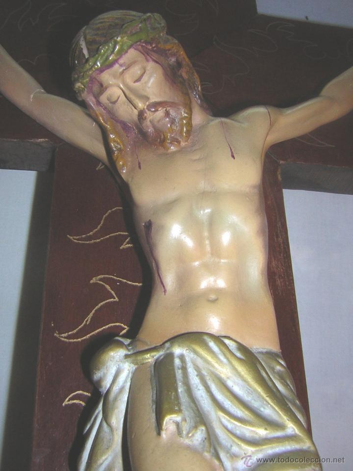 Antigüedades: antiguo crucifijo de madera con imagen jesus en escayola policromado - cristo 30cm - Foto 8 - 52380516