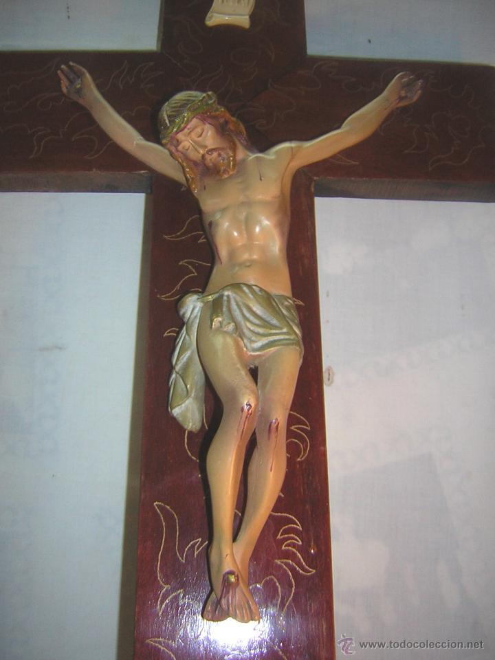 Antigüedades: antiguo crucifijo de madera con imagen jesus en escayola policromado - cristo 30cm - Foto 10 - 52380516