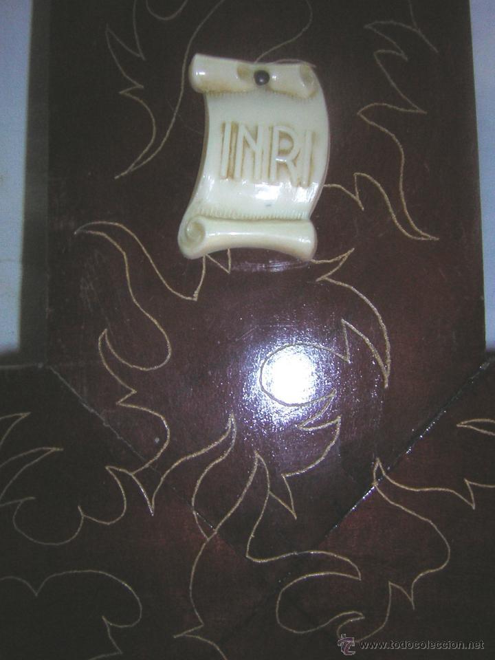 Antigüedades: antiguo crucifijo de madera con imagen jesus en escayola policromado - cristo 30cm - Foto 11 - 52380516