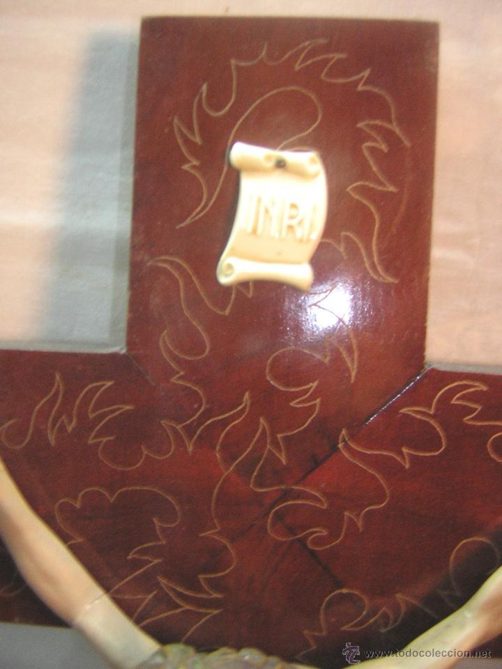 Antigüedades: antiguo crucifijo de madera con imagen jesus en escayola policromado - cristo 30cm - Foto 12 - 52380516