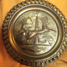 Antigüedades: ANTIGUO PLATO EGIPCIO, TRABAJADO A MANO, RAMSES, 25CM DE DIAMETRO. Lote 52398315