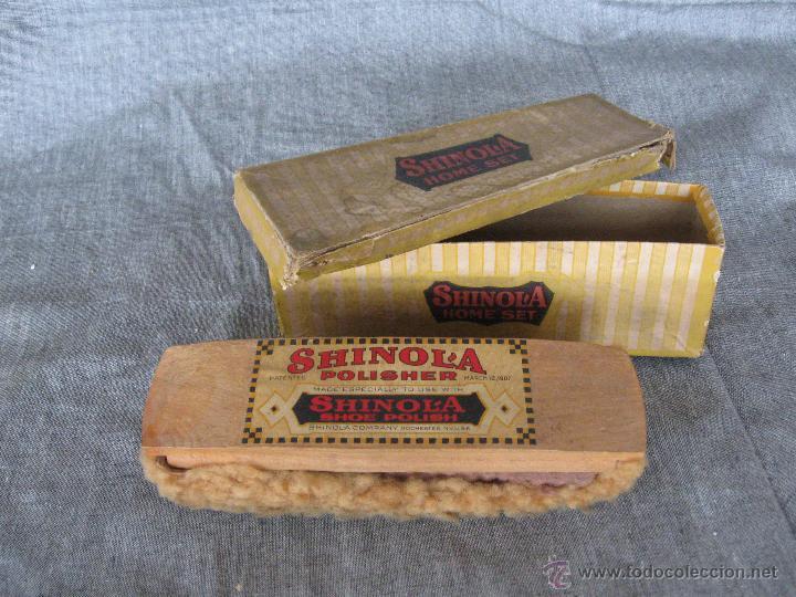 CEPILLO PARA ZAPATOS CON SU CAJA ORIGINAL SHINOL'A. PATENTE 1907 (Antigüedades - Técnicas - Rústicas - Utensilios del Hogar)
