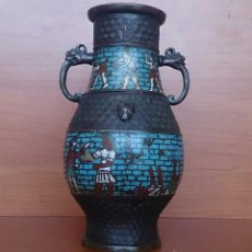 Antigüedades: JARRÓN ANTIGUO CHINO CHAMPLEVE EN BRONCE CINCELADO CON MOTIVOS EN CLOISONNÉ Y SERES MITOLOGICOS .. Lote 52463431