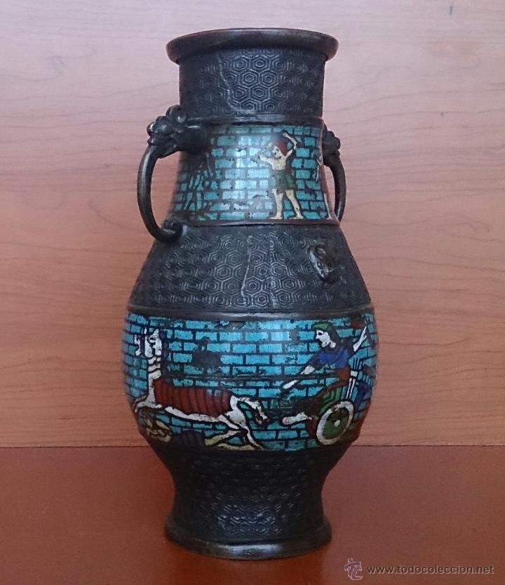 Antigüedades: Jarrón antiguo Chino champleve en bronce cincelado con motivos en cloisonné y seres mitologicos . - Foto 4 - 52463431