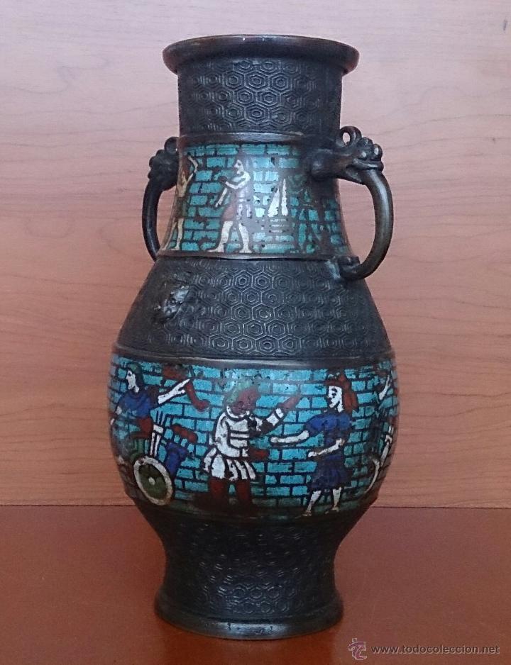 Antigüedades: Jarrón antiguo Chino champleve en bronce cincelado con motivos en cloisonné y seres mitologicos . - Foto 6 - 52463431