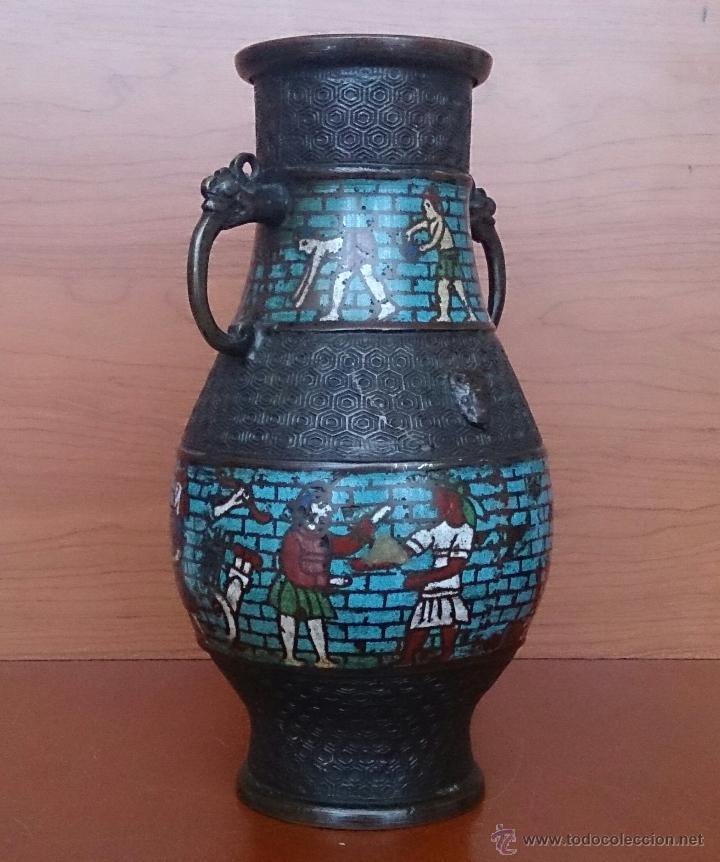 Antigüedades: Jarrón antiguo Chino champleve en bronce cincelado con motivos en cloisonné y seres mitologicos . - Foto 8 - 52463431