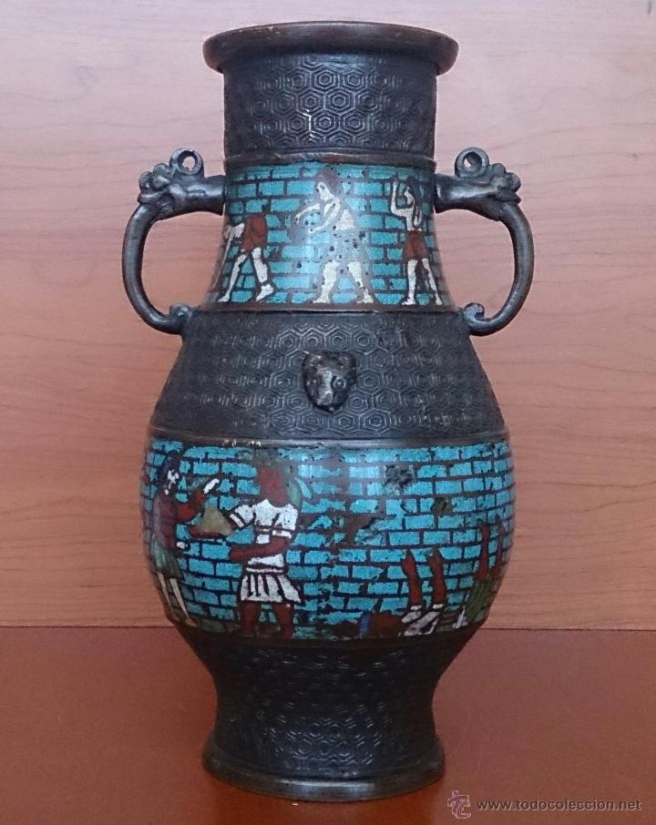 Antigüedades: Jarrón antiguo Chino champleve en bronce cincelado con motivos en cloisonné y seres mitologicos . - Foto 9 - 52463431