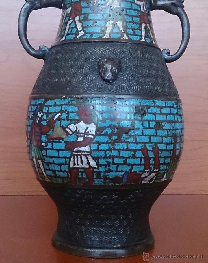 Antigüedades: Jarrón antiguo Chino champleve en bronce cincelado con motivos en cloisonné y seres mitologicos . - Foto 11 - 52463431