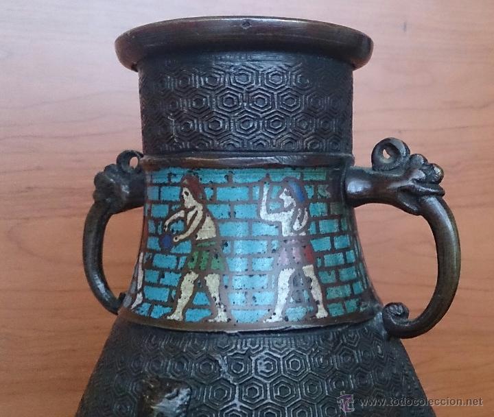 Antigüedades: Jarrón antiguo Chino champleve en bronce cincelado con motivos en cloisonné y seres mitologicos . - Foto 12 - 52463431