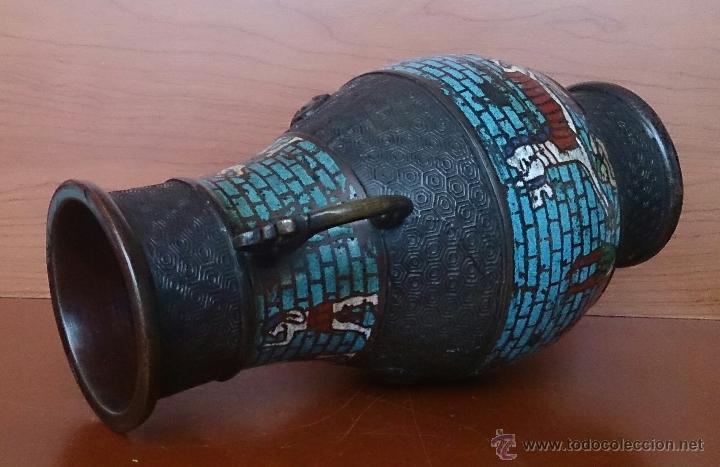 Antigüedades: Jarrón antiguo Chino champleve en bronce cincelado con motivos en cloisonné y seres mitologicos . - Foto 14 - 52463431