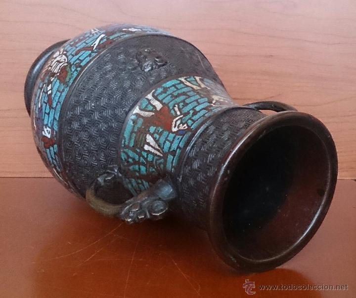 Antigüedades: Jarrón antiguo Chino champleve en bronce cincelado con motivos en cloisonné y seres mitologicos . - Foto 15 - 52463431