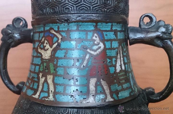 Antigüedades: Jarrón antiguo Chino champleve en bronce cincelado con motivos en cloisonné y seres mitologicos . - Foto 16 - 52463431
