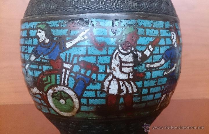Antigüedades: Jarrón antiguo Chino champleve en bronce cincelado con motivos en cloisonné y seres mitologicos . - Foto 17 - 52463431