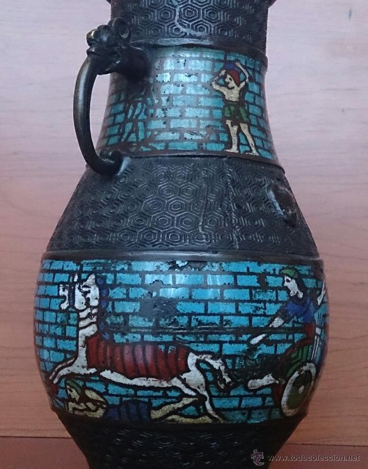 Antigüedades: Jarrón antiguo Chino champleve en bronce cincelado con motivos en cloisonné y seres mitologicos . - Foto 18 - 52463431