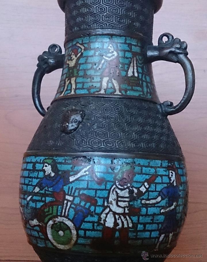Antigüedades: Jarrón antiguo Chino champleve en bronce cincelado con motivos en cloisonné y seres mitologicos . - Foto 19 - 52463431