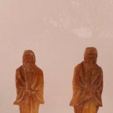 Antigüedades: BONITA PAREJA DE MONJE CHINO TALLADO EN ALABASTRO DE 18 CM. Lote 52532461
