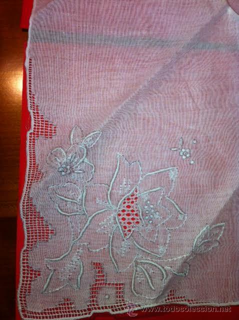 Antigüedades: Pañuelo de lino con bordados y calados, nuevo ,para decoración precioso. - Foto 2 - 52535486