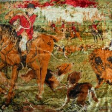 Antigüedades: ANTIGUO TAPIZ ATERCIOPELADO CON MOTIVOS DE CAZA. MEDIDAS 1,65 X 1,23. Lote 52564687