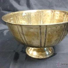 Antigüedades: ANTIGUO FRUTERO DE COBRE DORADO.. Lote 52573908