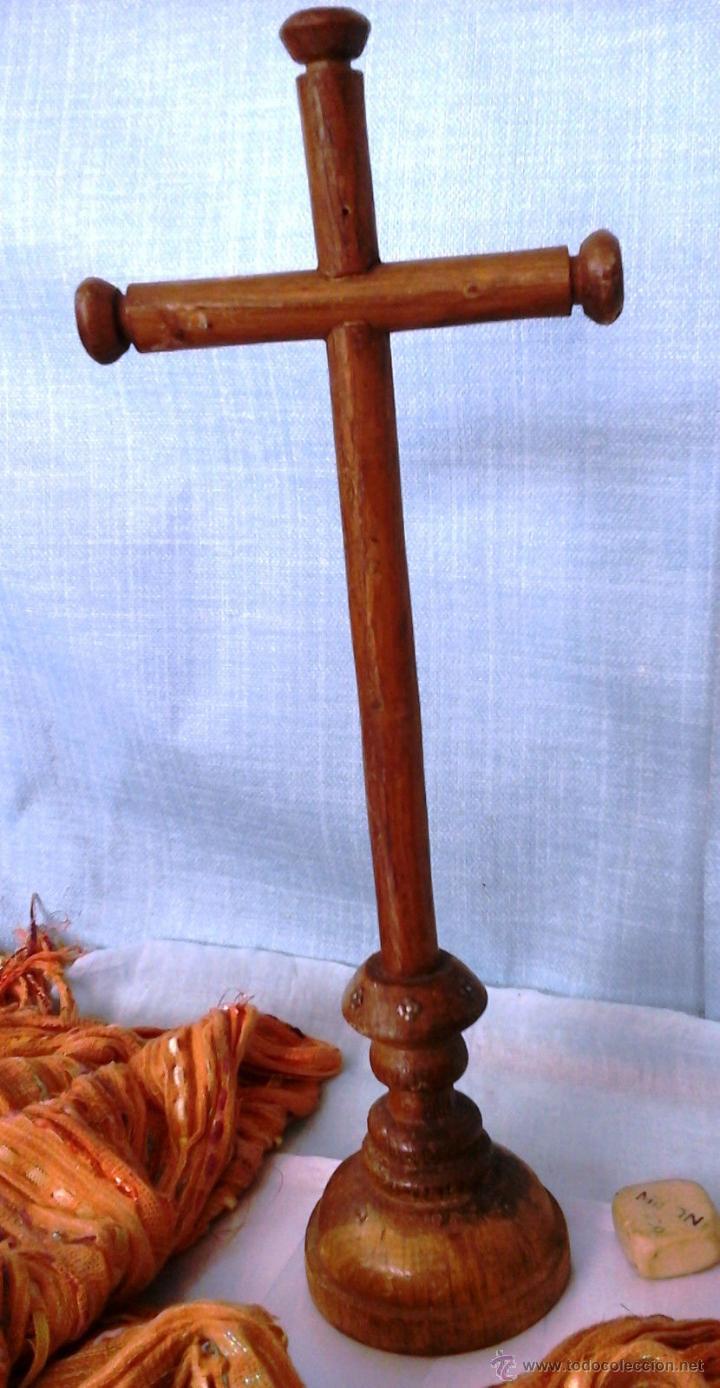 Antigüedades: CRUCIFIJO Y CRISTO. VIEJO. EN MADERA TORNEADA. - Foto 4 - 52575130