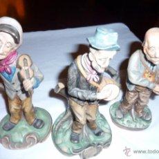 Antigüedades: CONJUNTO DE TRES PORCELANAS PINTADAS A MANO.MUSICOS.. Lote 52596852