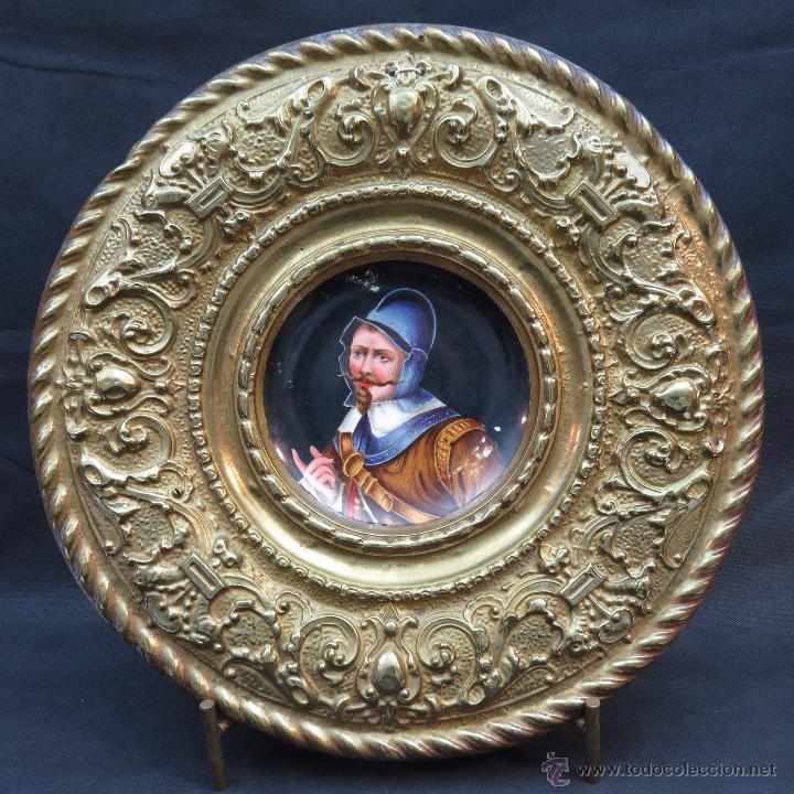 ANTIGUO PLATO PORCELANA SARREGUEMINES CON MARCO DE METAL (Antigüedades - Porcelana y Cerámica - Francesa - Limoges)