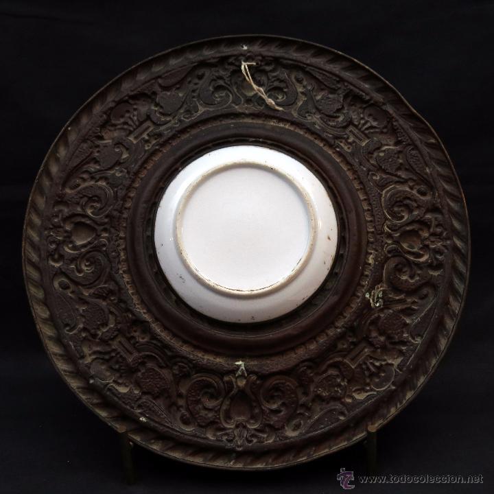 Antigüedades: ANTIGUO PLATO PORCELANA SARREGUEMINES CON MARCO DE METAL - Foto 8 - 52597312