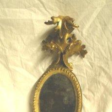 Antigüedades - Cornucopia tallada en madera, dorada en pan de oro, época Isabelina. Med. 18 x 34 cm - 26308932
