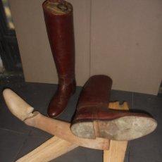 Antigüedades: (M) ANTIGUAS BOTAS DE PIEL PARA MONTAR CON SUS HORMAS DE MADERA . . Lote 111564482
