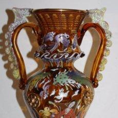 Antigüedades: GRAN JARRÓN FLORERO EN CRISTAL SOPLADO - ESMALTADO A MANO - FIRMADO ROYO - 34 CM. DE ALTURA. Lote 52637571