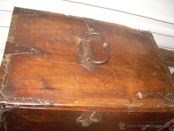 Antigüedades: BARGUEÑO CASTELLANO SIGLO XVII DE NOGAL CON MARQUETERIA - Foto 3 - 51704446