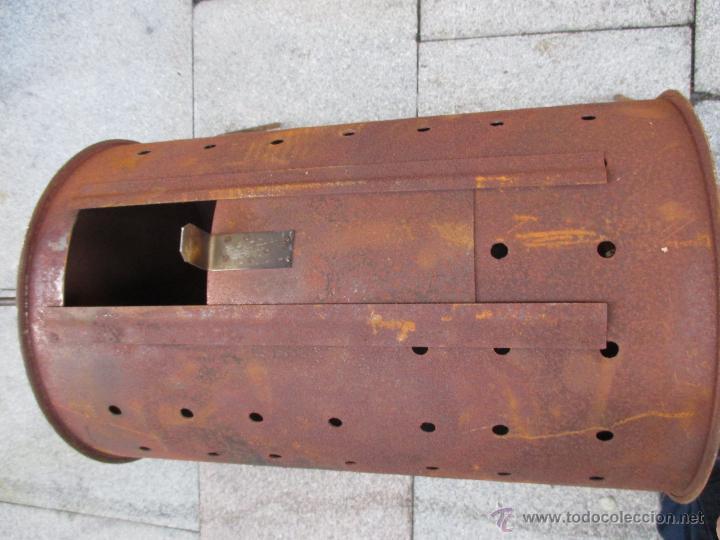 Antigüedades: ASADOR DE CASTAÑAS CON SOPORTE DESMONTABLE - MEDIDAS TAMBOR 50X33 COMPLETO Y EN USO + INFO - Foto 3 - 52692152