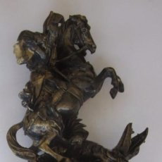 Antigüedades: FIGURA DE SANT JORDI / SAN JORGE Y EL DRAGON - RESINA CON BAÑO DE COBRE PATINADO. Lote 52718390
