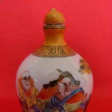 Antigüedades: CURIOSA Y ORIGINAL SNUFF BOTTLE O TABAQUERA CHINA DE PORCELANA PINTADA A MANO SELLADA EN LA BASE. Lote 52735966