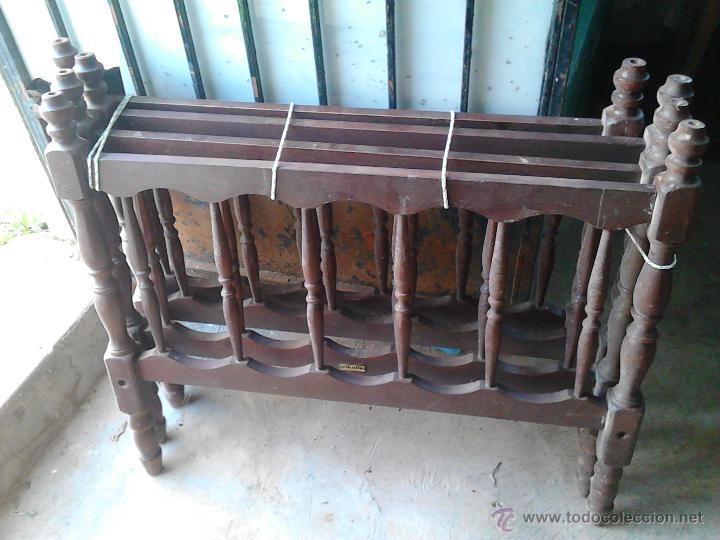 JUEGO DE DOS CAMAS PEQUEÑAS DE MADERA (Antigüedades - Muebles Antiguos - Camas Antiguas)