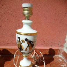 Antigüedades: PIÉ DE LAMPARA EN PORCELANA CON DECORACIÓN CLÁSICA EN DORADO Y NEGRO ANTIGUA. Lote 52753182