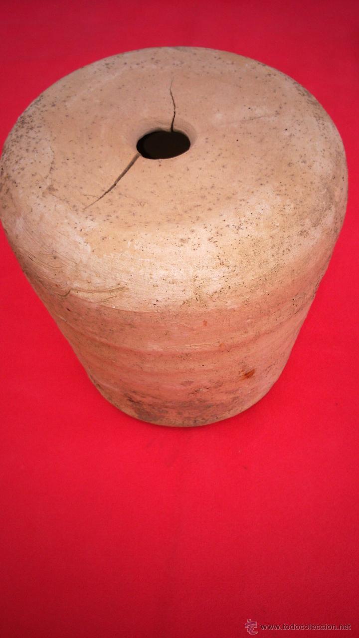 PIEZA DE CERÁMICA DE ALFAR DE LUCENA. S. XVII. AISLANTE DE LA HUMEDAD EN EDIFICIOS. 19 CMS LONGUITUD (Antigüedades - Porcelanas y Cerámicas - Lucena)