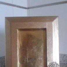 Antigüedades: MARCO FORRADO EN PIEL DORADA DE 165X220MM PARA FOTO DE 9X18CM. Lote 52757508