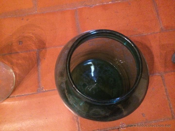 Antigüedades: Antiguo bote / tarro de cristal soplado a mano en color verde de 1800 - Foto 2 - 52760838