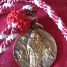 Antigüedades: MEDALLA CON CORDON DE LA VIRGEN CON EL NIÑO - MARIA AUXILIADORA - RODEADA ANGELITOS - 3.9 CM. Lote 52768503
