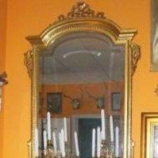 Antigüedades: CONSOLA TALLADA Y DORADA, CON ESPEJO BISELADO. FINALES DEL SIGLO XIX.. Lote 52811142