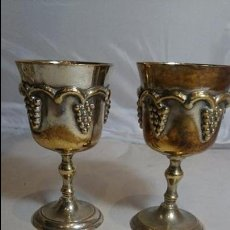Antigüedades: ANTIGUA PAREJA DE COPAS O CALIZ, EN METAL PLATEADO, PLATA?. Lote 52828125