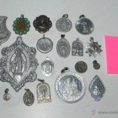 Antigüedades: LOTE DE MEDALLAS RELIGIOSAS ANTIGUAS, FABRICADAS EN DISTINTOS MATERIALES, SE INCLUYE TODO LO QUE APA. Lote 52836173