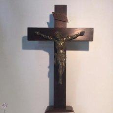 Antigüedades: CRUZ DE ALTAR Y CRISTO DE BRONCE. 71CM.. Lote 52838998