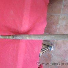 Antigüedades: PICA PARA GANADO GASTANTE ANTIGUA CON LA PUNTA DE BRONCE.. Lote 52865683