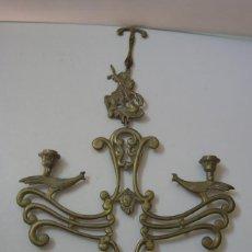 Antigüedades: RARO PORTA VELAS DE BRONCE PARA COLGAR. Lote 52867779