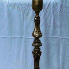Antigüedades: PIE DE LÁMPARA DE SOBREMESA EN BRONCE. GRANDE.. Lote 52900132